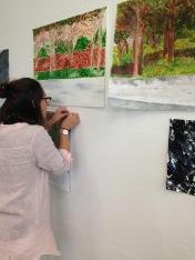 Par la fenêtre Peindre dans l'atelier Accrochage